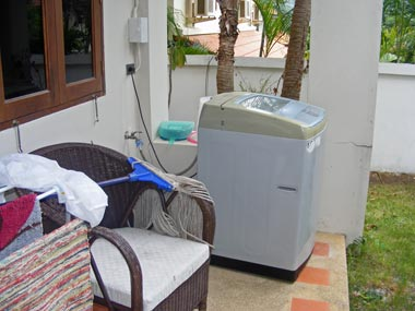 Rear terrace with washing machine