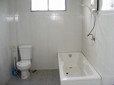 Upper bathroom with a tube