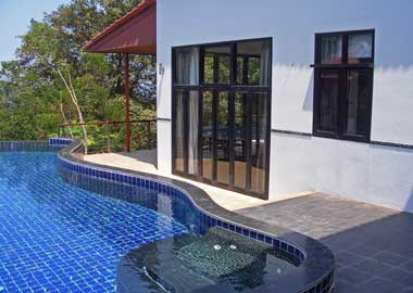 pool, jacuzzi and bedroom 2